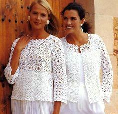 Blusas blancas con mangas.
