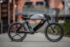Das E-Bike SPA Biciletto kommt mit Carbon-Rahmen und integriertem Akku. Das Design orientiert sich stark an klassischen Motorrädern.