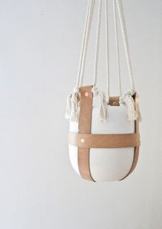 sally england x Cotton rope, rawhide leather, copper rivets. Leather Diy Crafts, Leather Projects, Leather Craft, Bedroom Crafts, Ideas Para Organizar, Diy Interior, Leather Interior, Cotton Rope, Hanging Planters