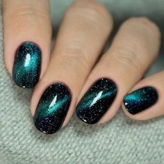 rocking an intergalactic look in 'Dark Matter' 🌌 Gold Gel Nails, Fingernails Painted, Sparkle Nails, Cute Acrylic Nails, Acrylic Nail Designs, Cute Nails, Pretty Nails, Diy Nails, Galaxy Nails