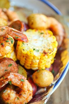 The Best Grill Recipes for Your Camping Trip: Get the recipe for these shrimp boil foil packets at Damn Delicious. Foil Packet Dinners, Foil Pack Meals, Foil Dinners, Grilling Recipes, Fish Recipes, Seafood Recipes, Dinner Recipes, Cooking Recipes, Easy Cooking