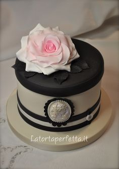 40th Birthday Cake on Pinterest  40th birthday cakes, Fashion cakes ...