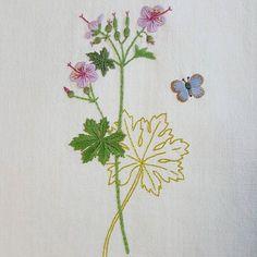 Geranium  #프랑스자수 #자수 #바느질 #꽃자수 #꽃 #가리개 #커튼 #아오키카즈코 #정원꽃자수 #embroidery #sewing…