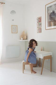 Une chambre petite fille adorable avec une décoration douce et intemporelle ! On découvre la chambre de Victoire où la maman a choisi de mêler deux coule...