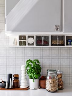 kitchen styling: kitchen styling