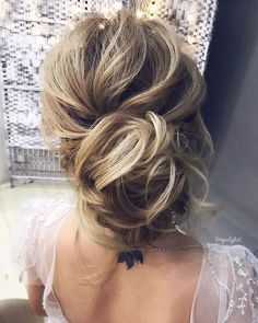Gorgeous messy wedding updos 23