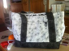 smaller than the professional tote. great for shopping December 2013, Diaper Bag, Sewing Projects, Quilting, Bags, Shopping, Fashion, Handbags, Moda