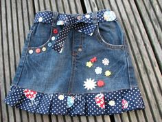 Most ways to put on a denim dress will depend on your personal design, though this very easy chic outfit. Little Girl Skirts, Skirts For Kids, Little Girl Outfits, Little Girl Dresses, Kids Outfits, Long Denim Skirt Outfit, African Dresses For Kids, Denim And Lace, Kind Mode