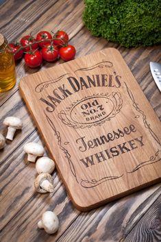 Cutting Board Jack Daniels Jack Daniels decor bar by woodlack Jack Daniels Cooler, Jack Daniels Decor, Jack Daniels Gifts, Jack Daniels Bottle, Jack Daniels Birthday, Wood Projects That Sell, Laser Cutter Projects, Custom Wooden Signs, Diy Cutting Board