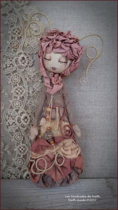 Statuette textile art / imaginary fairy in the wooded colours / OOAK / natural materials / pink shade Doll Crafts, Diy Doll, Felt Fairy, Art Textile, Fairy Dolls, Soft Dolls, Softies, Beautiful Dolls, Dollhouse Miniatures