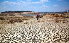 Resultado de imagen para escasez de agua Bolivia, Sidewalk, Beach, Water, Outdoor, Grey Water Recycling, Water Scarcity, Black Water, Water Filter