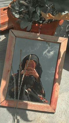Teen Photography Poses, Teenage Girl Photography, Tumblr Photography, Creative Photography, Cute Girl Poses, Cute Girl Photo, Girl Photo Poses, Girl Hiding Face, Hijab Cartoon