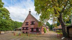 Ergens aan de rand van De Lier ligt een boerderij die exclusiviteit ademt: De Zwethburch. Omgeven door natuur en water ligt De Zwethburch op een...