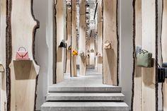 kengo kuma creates enchanted forest pop-up inside valextra's milan store Kengo Kuma, Visual Merchandising, Girls Dressing Room, Dressing Rooms, Pop Up, Handbag Display, Retail Concepts, Milan Design, Tents