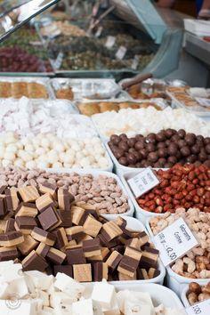 #NaschmarktWien #kulinarischfestgehalten #ChristianUrl Wonderful Places, Things To Do, Stuffed Mushrooms, Christian, Flea Markets, Vegetables, Breakfast, Austria