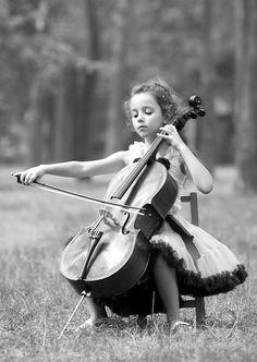 Tiny Cellist, photo by Alina Mayboroda