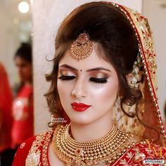 The Celeb Look ✨ This Makeup Is a Natural Glow Enhancer Because We Use Products That Focus On The Minutest Of Your Face Details… Indian Bridal Photos, Bridal Hairstyle Indian Wedding, Pakistani Bridal Makeup, Indian Wedding Makeup, Indian Wedding Bride, Bridal Eye Makeup, Indian Bridal Outfits, Indian Bridal Fashion, Bridal Makeup Looks