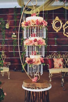 Chandeliered Beauty! by shazneen - http://cakesdecor.com/cakes/283417-chandeliered-beauty