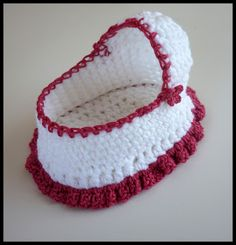 Ravelry: Cherub Comfort Cradle pattern by Myshelle Cole Mamma That Makes: Crochet Moses Basket Free pattern This post shows you how to Crochet Mini Baby Shower Favors with Free Patterns. Sweet and easy Mini Dresses are perfect for Baby Shower. I hope eve Baby Doll Clothes, Crochet Doll Clothes, Crochet Dolls, Crochet For Kids, Free Crochet, Mini Bebidas, Baby Engel, Preemie Crochet, Crochet Gifts