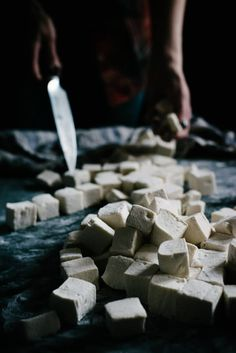DIY dessert recipes for homemade marshmallows with natural sugar. How to make homemade marshmallows without corn syrup! A gluten free dessert recipe you can fee good about.