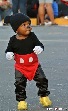 Darling (and so easy!) Halloween costume for a toddler - Isn't he cute?