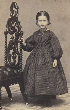 This site exists to discredit the idea of the Victorian standing post mortem photo. Post mortem photos do exist, but none of them are stand alone. Victorian Photos, Antique Photos, Vintage Photographs, Old Photos, Vintage Children Photos, Vintage Pictures, Vintage Images, Photographie Post Mortem, Photo Post Mortem