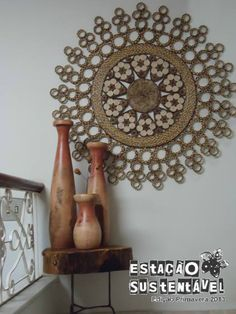Risultati immagini per mandalas em jornal Arte Quilling, Quilling Designs, Paper Quilling, Toilet Paper Roll Art, Rolled Paper Art, Decoration Shabby, Cardboard Box Crafts, Magazine Crafts, Paper Weaving