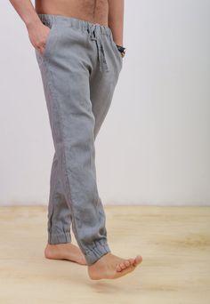 This pants can be an awasom gift for your man. Linen Pants Outfit, Linen Beach Pants, Linen Trousers, Stylish Men, Men Casual, Barefoot Men, Grey Pants, Men's Pants, Summer Pants