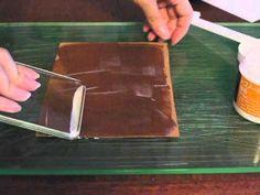 革パスケースの作り方その1〜革の床処理