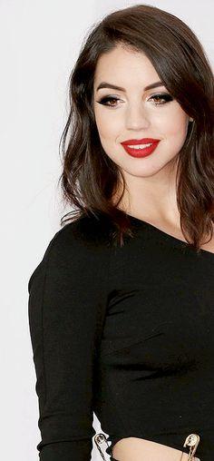 Billedresultat for adelaide kane png Adelaide Kane, Pretty People, Beautiful People, Fair Skin, Glamour, Celebs, Celebrities, Jessica Jones, Dark Hair