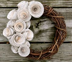 vintage paper wreath- love this! Shabby Chic Kranz, Shabby Chic Wreath, Diy Paper, Paper Crafts, Diy Crafts, Paper Flower Wreaths, Paper Rosettes, Book Page Crafts, Wreath Crafts