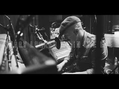 "Foy Vance - ""Ziggy Looked Me in the Eye"" (Acoustic - Live From Blackbird Studios) - YouTube"