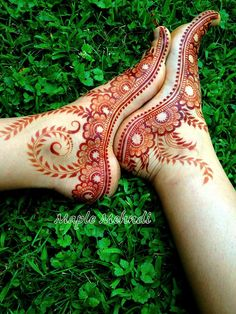 Explore latest Mehndi Designs images in 2019 on Happy Shappy. Mehendi design is also known as the heena design or henna patterns worldwide. We are here with the best mehndi designs images from worldwide. Dulhan Mehndi Designs, Mehandi Designs, Mehndi Designs Feet, Legs Mehndi Design, Mehndi Designs 2018, Mehndi Design Photos, Simple Mehndi Designs, Tattoo Designs, Heena Design