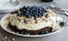 Saftig gulrotkake med mørk sjokolade Norwegian Food, Norwegian Recipes, No Bake Cake, Food Styling, Cake Recipes, Sweet Tooth, Cheesecake, Deserts, Food And Drink