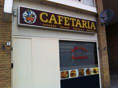 Cafetaria Marrakech adverteert hetzelfde als Pizzeria Marrakech. Duidelijke en met een prima communicatie, gezien naar het straatbeeld en de bekendheid.
