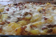Kartoffelauflauf mit Ei und Käse Girl Cakes, Hawaiian Pizza, Coffee Cake, Potato Salad, Macaroni And Cheese, Cake Recipes, Cauliflower, Brunch, Food And Drink