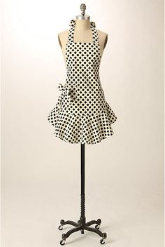 How to make a 1940's inspired Anthropologie apron using an old apron as a pattern.