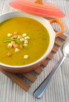 Pittige kerriesoep  -- Met bouillonblokjes, kerrie en sambal, en eventueel macaroni.