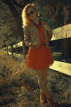red, lace, dress, fashion, glamour, outfit, style, look, sexy, colorful, woman, curls, hair, blonde, hippie, 70ies, inspiration, photography, leather, christina key, christina keys blog, young, love, passion, freiburg, germany,