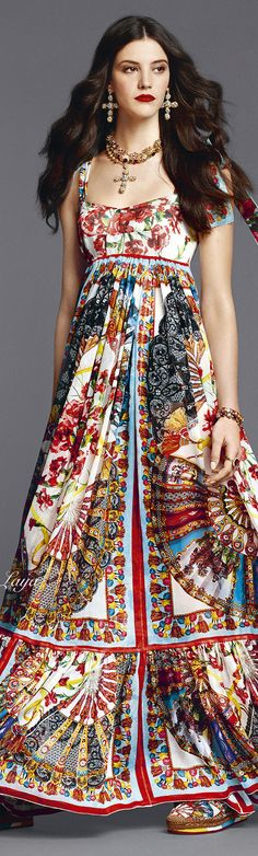 DOLCE & GABBANA Summer 2015 Love all but jewelry. Dress is so lovely it doesn't need competition from accessories.