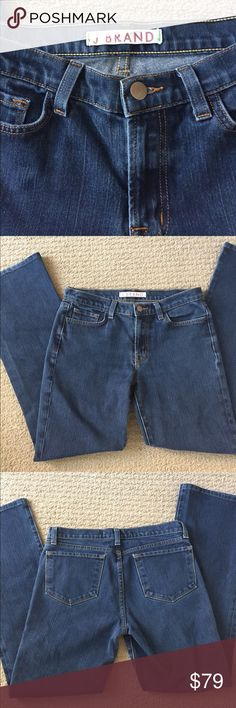 """🎉25% off 🎉💥J Brand indigo Bootcut jeans💥 Cute Bootcut jeans from J Brand have a nice indigo wash. 5 pocket styling. Size 27. Waist measures 14 3/4"""", hip 17"""", rise 8 1/2"""", inseam 29"""". Great condition with only a few threads coming loose from wear on back of cuffs as shown in pics. J Brand Jeans Boot Cut"""