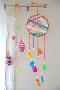 dream catcher sticks 34 DIY Dreamcatchers For Your Diy Arts And Crafts, Easy Crafts, Easy Diy, Crafts For Kids, Dream Catcher Nursery, Dream Catcher Boho, Dream Catcher Kids, Dreamcatchers, Boho Dreamcatcher
