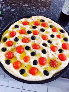 focaccia barese bimby, una soffice focaccia con pomodorini ed olive. Ecco come prepararla. Ingredienti: 500 gr di farina, 300 gr di acqua, 25 gr ...