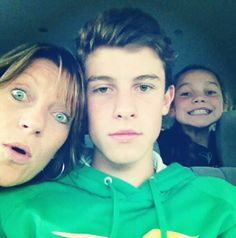 His mum has green eyes