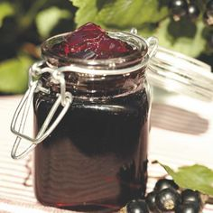Mustaherukkahyytelö Preserves, Mason Jars, Mugs, Tableware, Recipes, Food, Dinnerware, Cups, Tumblers