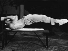 Bruce Lee ~ what core strength!