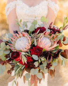 Blown away by Victoria's bouquet! Look at that thing!!! .⠀ .⠀ .⠀ Venu