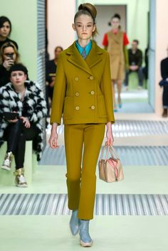 See the complete Prada Fall 2015 Ready-to-Wear collection.