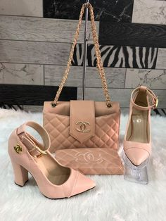 Discovered by Poison Ivy💗. Find images and videos about style, pink and chanel on We Heart It - the app to get lost in what you love. Gucci Handbags Outlet, Chanel Handbags, Replica Handbags, Louis Vuitton Shoes, Louis Vuitton Handbags, Channel Bags Handbags, Fashion Bags, Fashion Shoes, Trajes Kylie Jenner