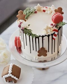 62 Awesome Christmas Cake Decorating Ideas and Designs Christmas cakes decorating easy; Christmas cake ideas and designs; Christmas Wedding Cakes, Christmas Tree Cake, Christmas Cake Decorations, Christmas Sweets, Holiday Cakes, Christmas Cooking, Noel Christmas, Holiday Treats, Christmas Birthday Cake